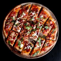 ベーコン&ぶどう&ゴートチーズのピザ