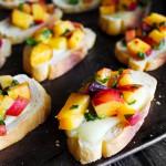 桃とバジルとブリーチーズのクロスティーニのレシピ