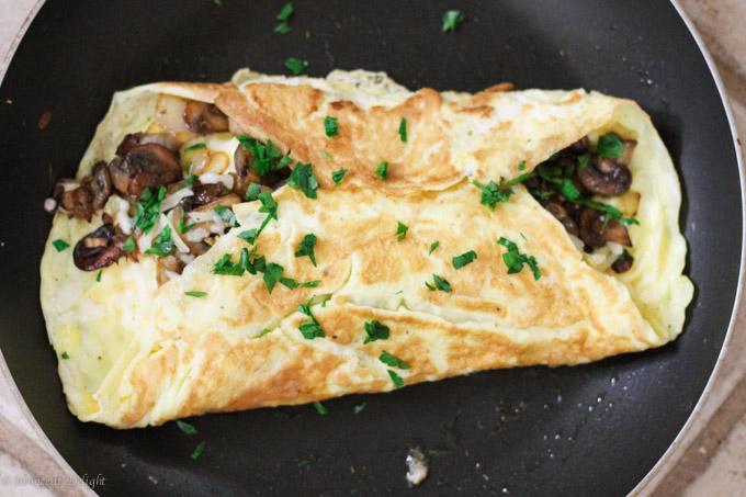 マッシュルームとモッツァレラチーズのフレンチオムレツのレシピ2