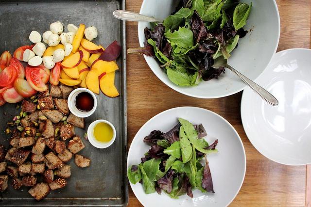 トマトと桃とバターブレッドのサラダのレシピ4