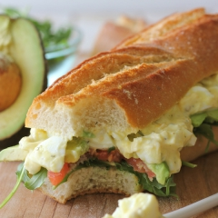 ギリシャヨーグルトの卵サラダサンドイッチ