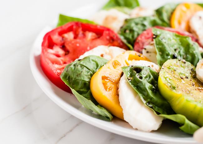 トマト、バジル、モッツァレラのカプレーゼサラダのレシピ2