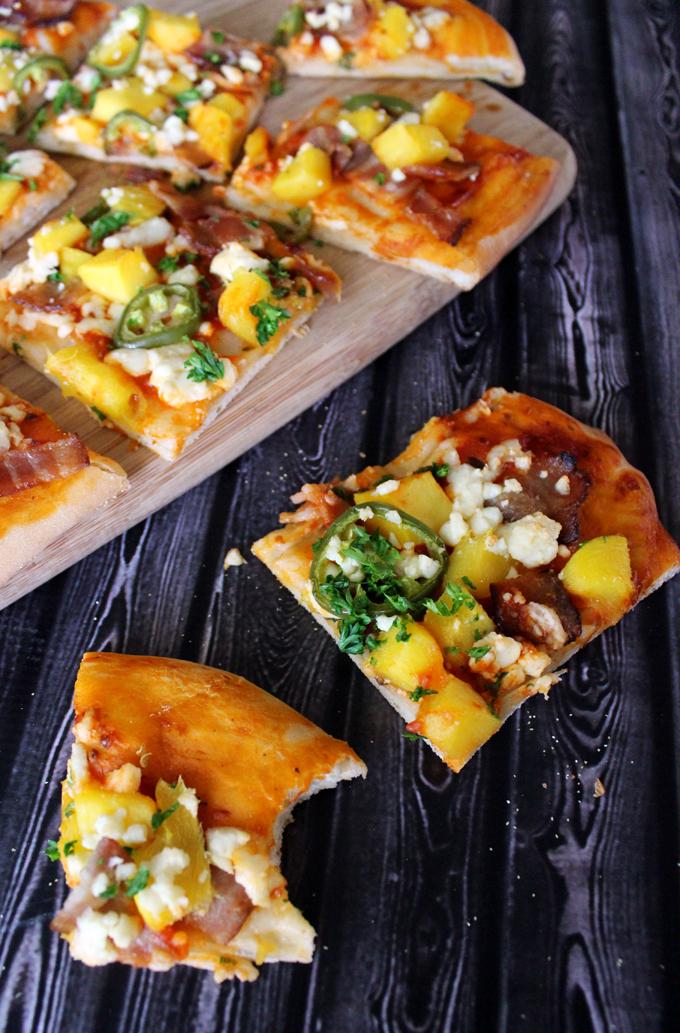 マンゴー、ベーコン、フェタチーズのピザのレシピ
