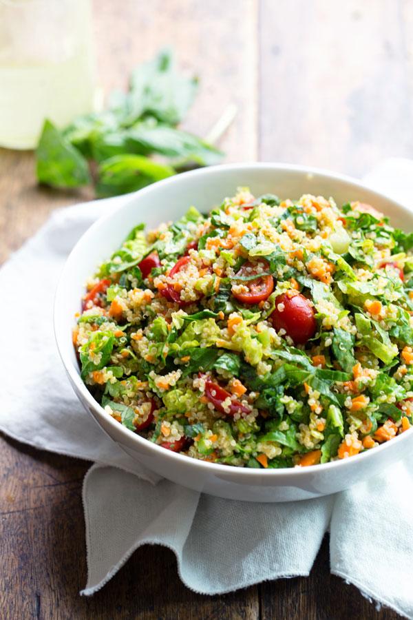 ハーブとキヌアのベジタリアンサラダのレシピ
