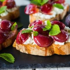 ブルーチーズとぶどうのタルティーヌ